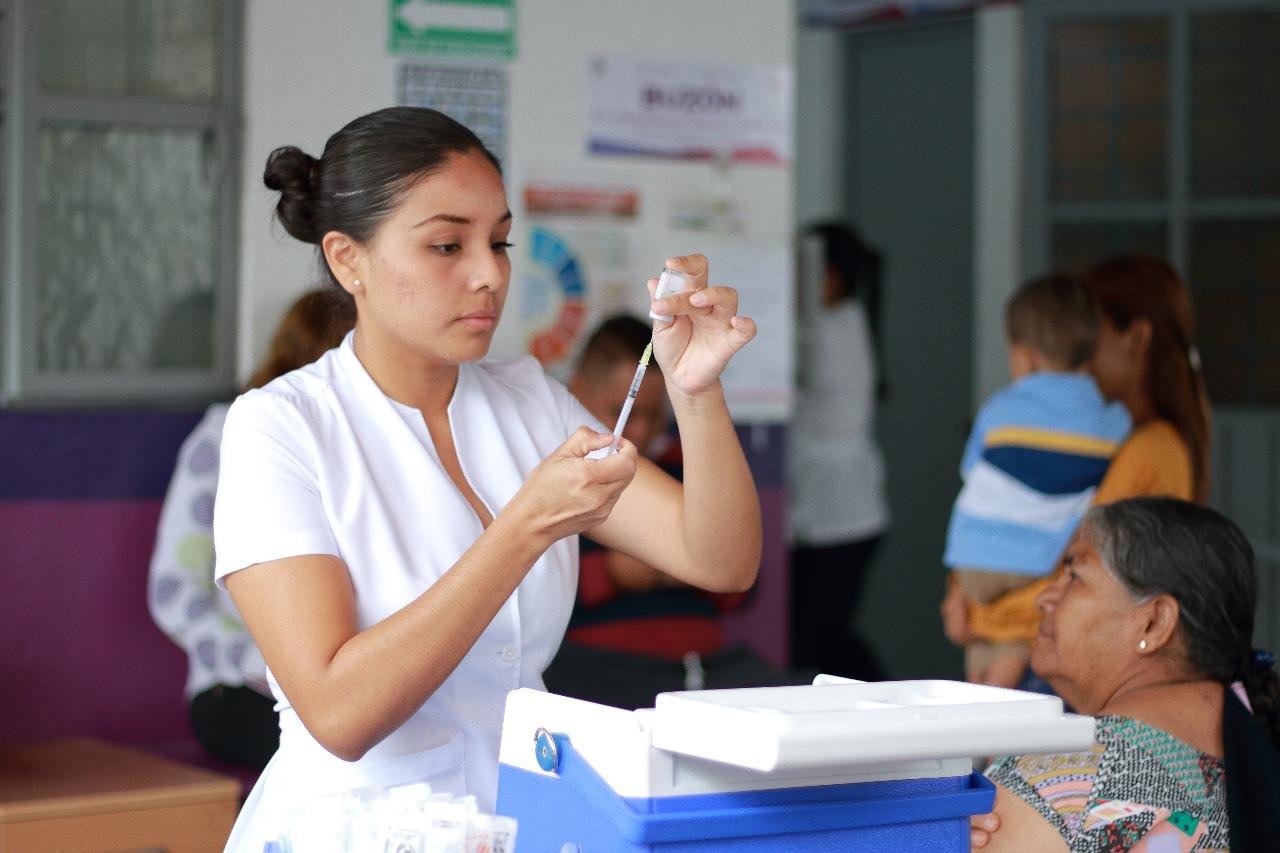 Enfermera vacuna
